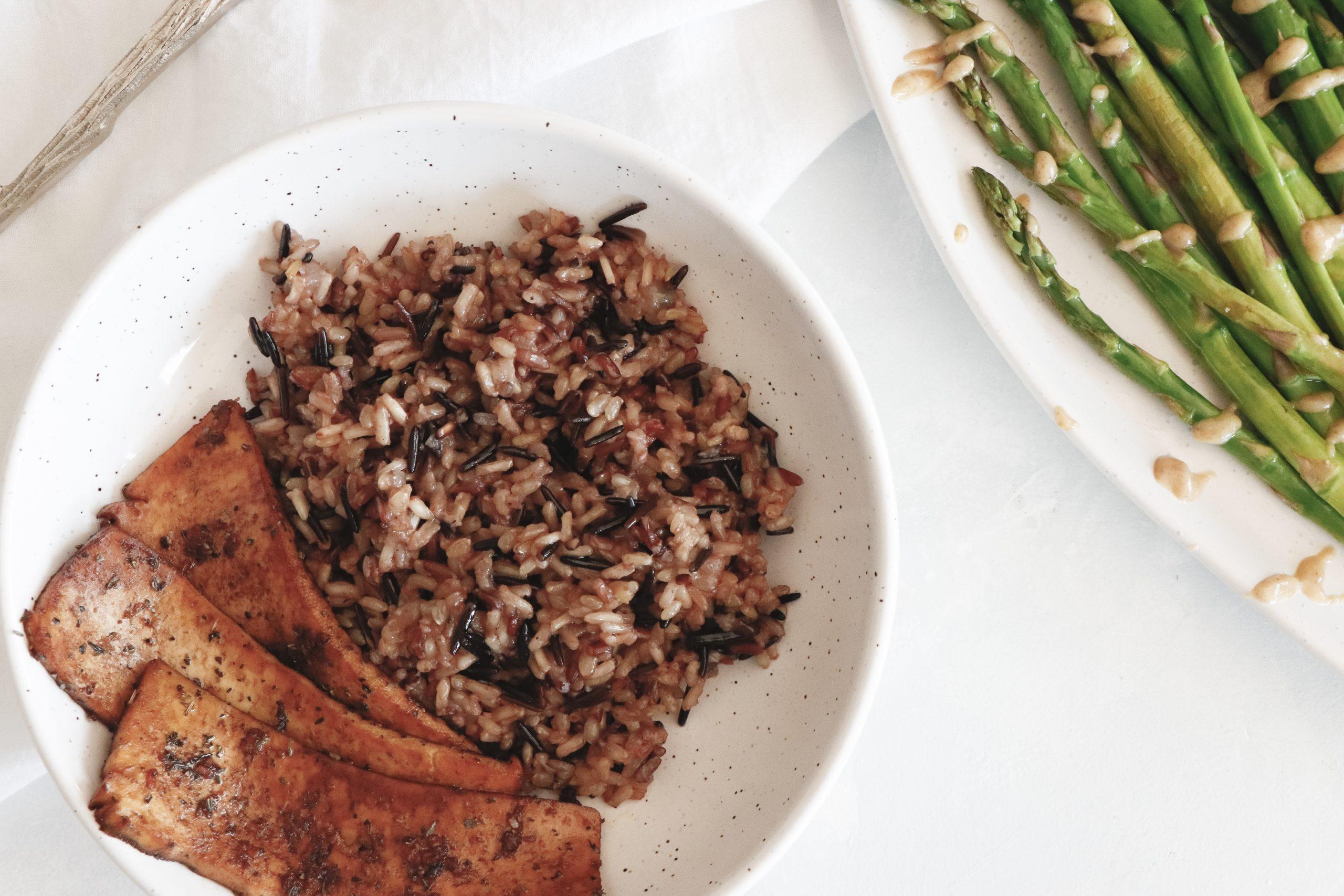 Wild rice pilaf recipe with asparagus and marinated tofu